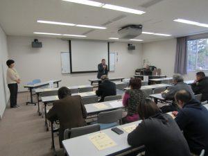 開会で挨拶する千田博市民センター所長